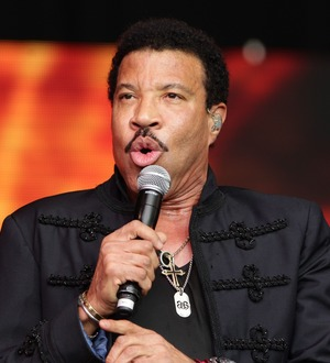 Lionel Richie defends Katy Perry's controversial American Idol kiss