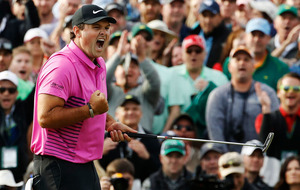 Patrick Reed leads but Rory McIlroy is bang there for Masters weekend