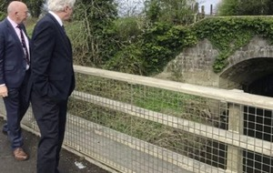 Brexit department apologises over David Davis's flying visit to border