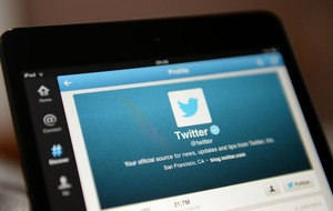 Twitter tells users to change passwords after bug