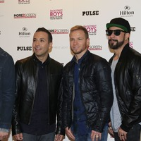 Backstreet Boys dress up as Spice Girls for cruise show