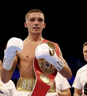 Martin Lindsay gives Lee Selby the nod to come through rumble with Josh Warrington