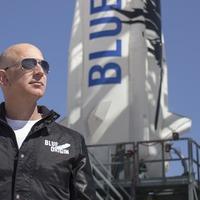 Amazon boss Jeff Bezos outlines plans for moon colony