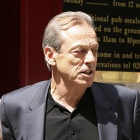 Stars pay tribute to 'very good actor' Leslie Grantham who died aged 71