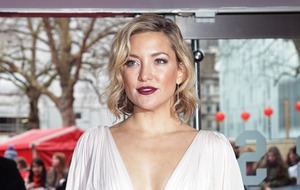 Kate Hudson calls mother Goldie Hawn a 'Goddess' as she shares holiday picture