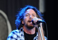 Pearl Jam postpone London show after singer loses voice