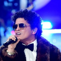 Bruno Mars forced to leave the stage in Glasgow following fire scare, fans say