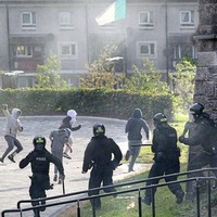Violence erupts in Derry for a sixth night