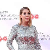 Katherine Ryan: I think all single mothers should do stand-up comedy