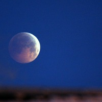 12 of the best places to see the 'blood moon' eclipse in the UK and Ireland