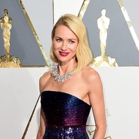 Strewth! Naomi Watts asks Nicole Kidman for help catching rat in her garden