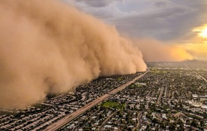 Aerial photographer explains the dangers of capturing a dust storm from above