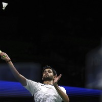 Watch this guy play a no-look badminton shot on the World Championship stage