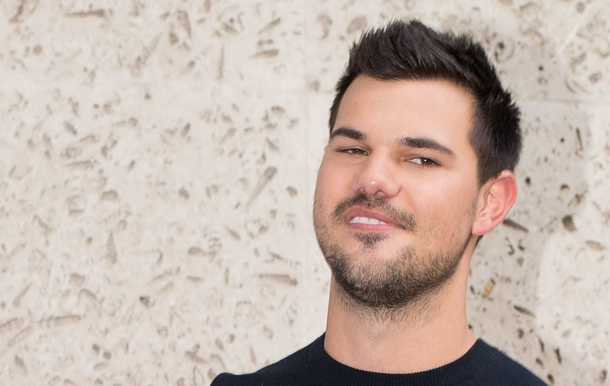 Taylor Lautner praises sister for bravery after heart ...