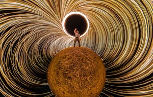 This photographer's 360 degree long exposure of wire wool is captivating