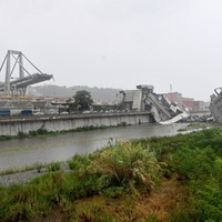 Mayor says 25 dead as cars plunge 150ft in Italian bridge collapse