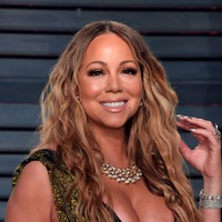 Too cute! – Fans love image of Mariah Carey and daughter in matching pose