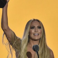 Jennifer Lopez thrills fans with medley of her biggest hits at the VMAs