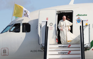 Pope Francis begins Irish visit