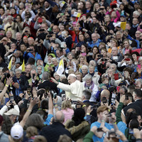 Pope Francis warns Croke Park crowd of social media dangers