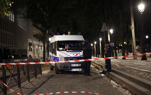 Seven injured in Paris knife attack