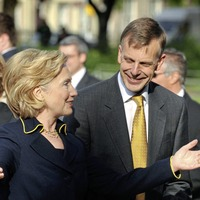 Hillary Clinton to receive honorary degree from Queen's University Belfast