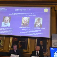 Inventor of 'optical tweezers' wins physics Nobel Prize