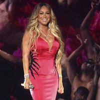 Mariah Carey gives new single TV debut at the AMAs