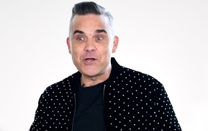 Robbie Williams reads Gary Barlow's book in the bath