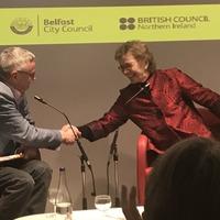 Labhraíonn Mary Robinson ar son íobartaigh uile an athraithe aeráide