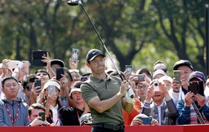 Rory McIlroy battles back in Shanghai
