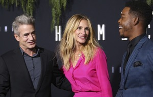 Julia Roberts reunites with My Best Friend's Wedding co-star Dermot Mulroney