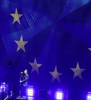 Bono lauds John Hume and Belfast in emotional U2 performance