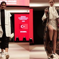 A stray cat accidentally crashed a fashion show runway in Istanbul