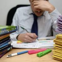 Public underestimates number of hours teachers work