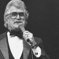 Tributes to Dublin-born singer Sonny Knowles who has died aged 86