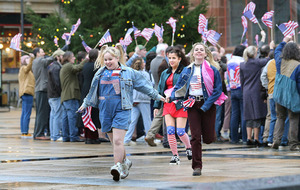 Derry Girls in stars and stripes as Bill Clinton's Derry visit recreated