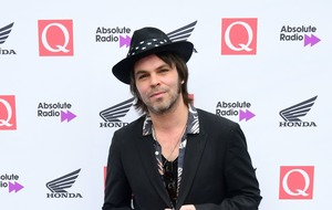 Gaz Coombes calls off shows after breaking his leg