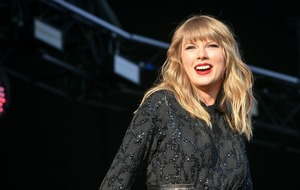 Taylor Swift signs global recording contract with UMG