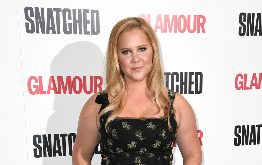 Amy Schumer postpones tour dates on doctor's advice
