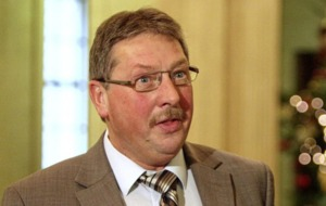 Sammy Wilson 'gets desperate' in criticism of Leo Varadkar