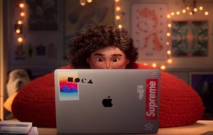MacBook the focus of Apple's new Christmas advert