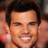 Taylor Lautner marks Twilight 10-year anniversary with Kendall Jenner joke