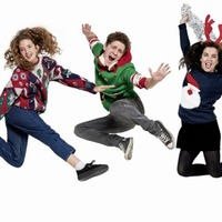 Derry Girls cast don Christmas jumpers for Save the Children