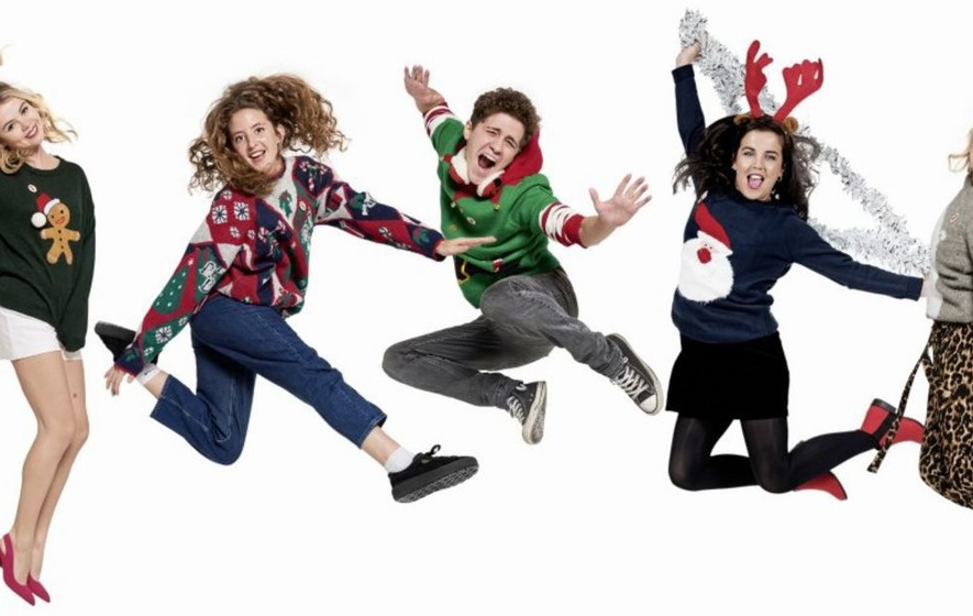 Christmas Jumper Day 2019 Save The Children.Derry Girls Cast Don Christmas Jumpers For Save The Children