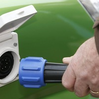 Tesco to roll out free electric car charging points for shoppers