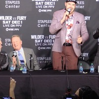 Watch Tyson Fury lead an American Pie sing-along with the entire press room