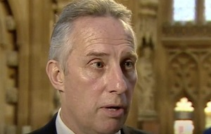 Ian Paisley compares crucial Brexit vote 'hanging'