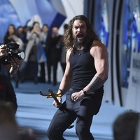 Watch: Aquaman star Jason Momoa performs Haka on Hollywood red carpet