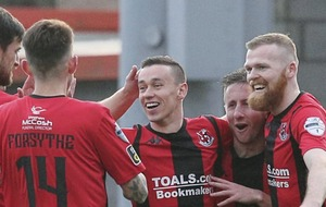 Crusaders canter to north Belfast derby win over hapless Cliftonville